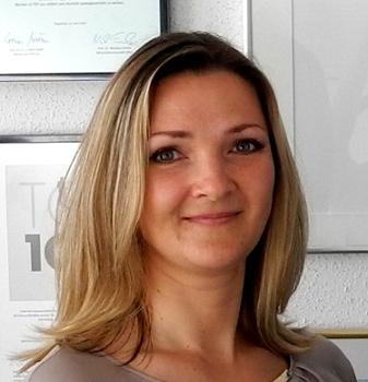 Die neu eingestellte Mitarbeiterin für die Stelle mit internationalem Umfeld, berichtet über ihre positiven Erfahrungen bei der Dr. Walser Dental